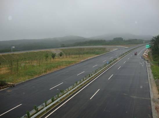 海屯中线高速公路(屯昌段)主线路面顺利贯通